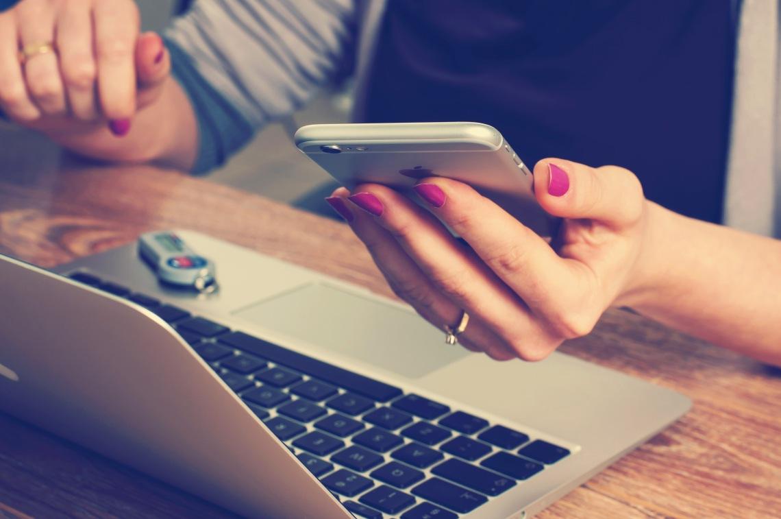 contacta-con-la-agencia-de-comunicacion-a-la-moda