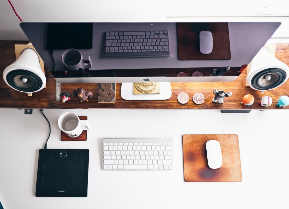 comunicacion-a-la-moda-agencia-ordenador
